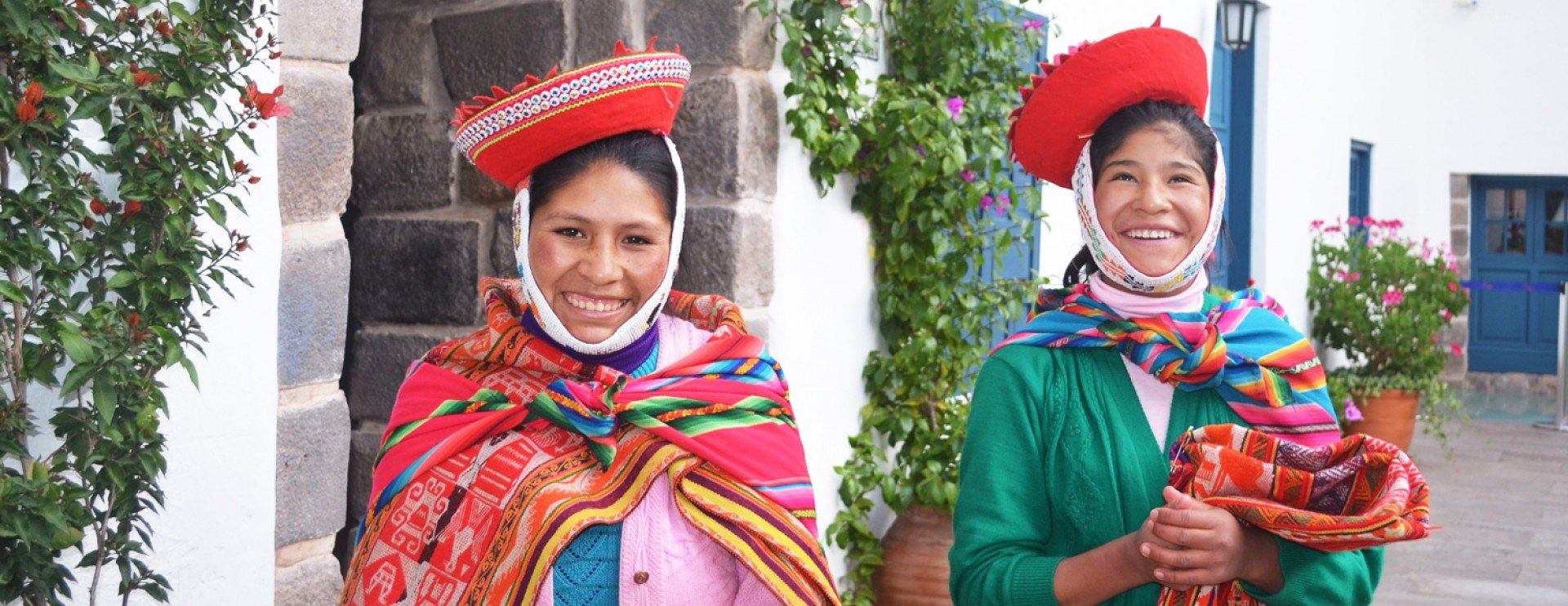 peru girls in traditional outfit